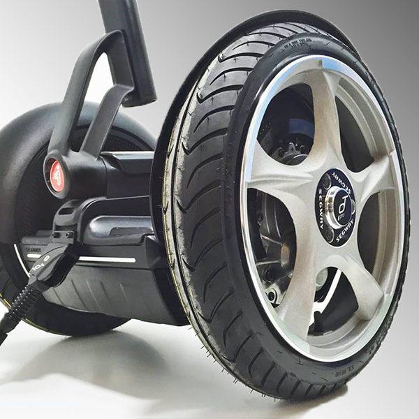 Segway kaufen mit Alu-Rädern und Strassenzulassung - bei balanceroller.com