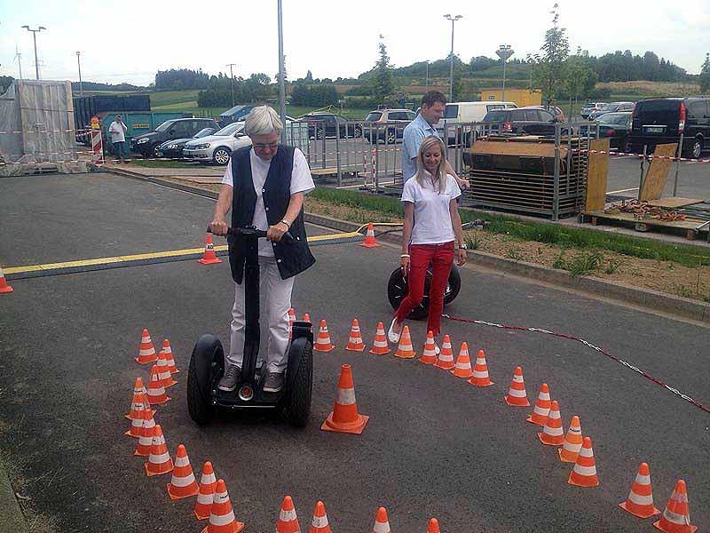 Menschen jeden Alters können Segway fahren - Segway-Parcours bei segway-boeblingen.de